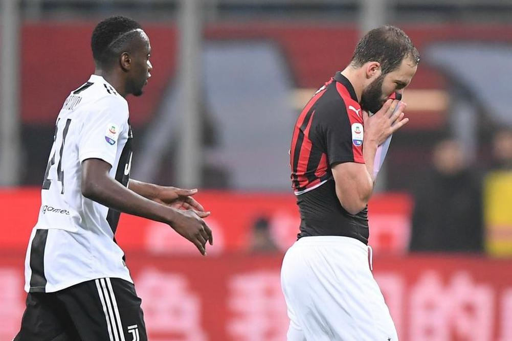 International : Milan AC : Les excuses de Gonzalo Higuain