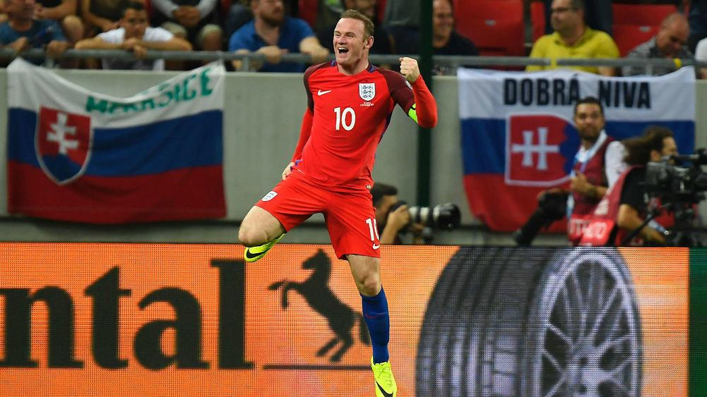 Wayne Rooney downplays debate over his England role