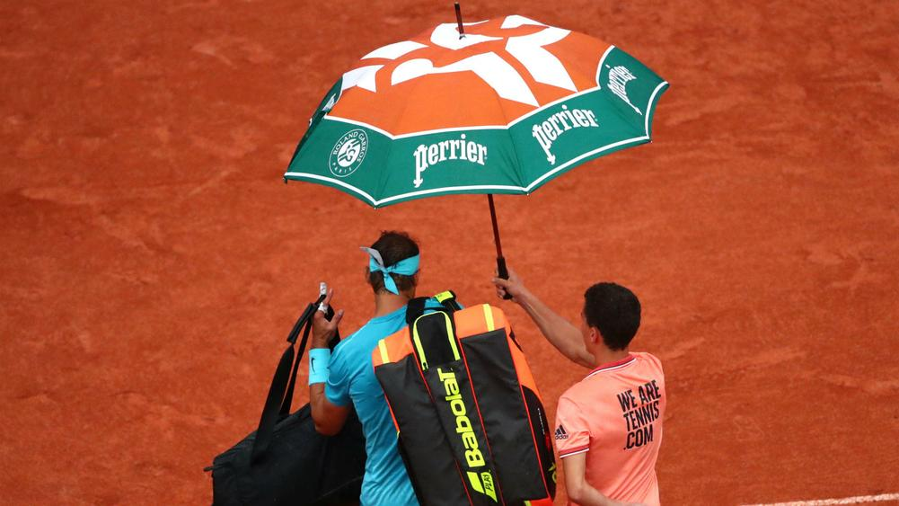 Nadal delayed by rain as Djokovic eases through