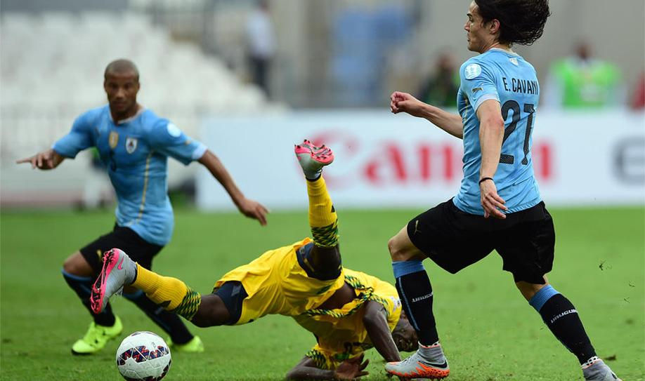 Unconvincing win for Uruguay