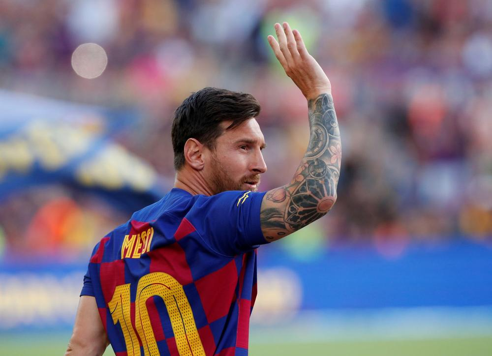 Barcelona's Lionel Messi waves to fans before facing Arsenal in the Joan Gamper Cup - Camp Nou, Barcelona, Spain - August 4, 2019 | beIN SPORTS USA