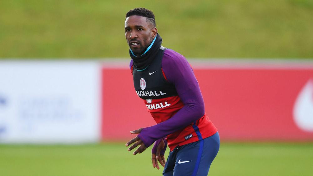 Defoe keen to learn from Howe as striker eyes management