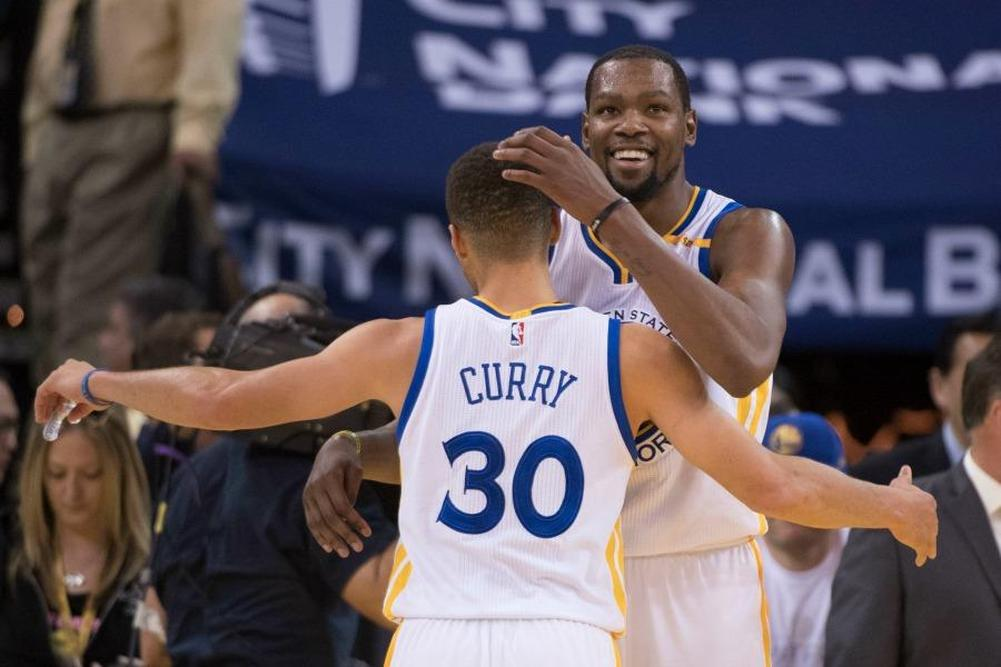 Les Warriors faciles contre Detroit