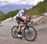 Phenomenal Froome claims stunning Giro lead as Yates capitulates