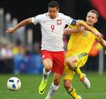 Poland Through but Worries Persist Over Out-of-Touch Robert Lewandowski