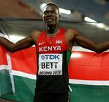 Former hurdles world champion Bett dies in car accident