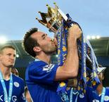 Leicester's Fuchs signs one-year contract