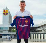 Barcelona signs Dutch youngster Van Beijnen