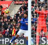 Sigurdsson stunner fails to save woeful Toffees