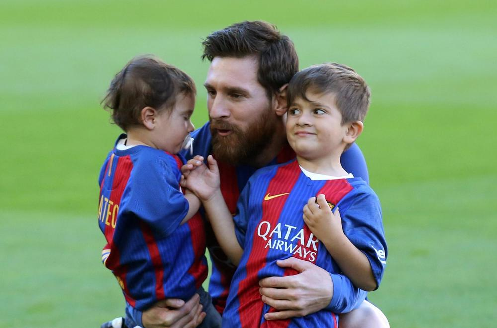 Top 4 College Football 2017 >> Lionel Messi: Thiago Is a Good Boy, Mateo a Little Terror