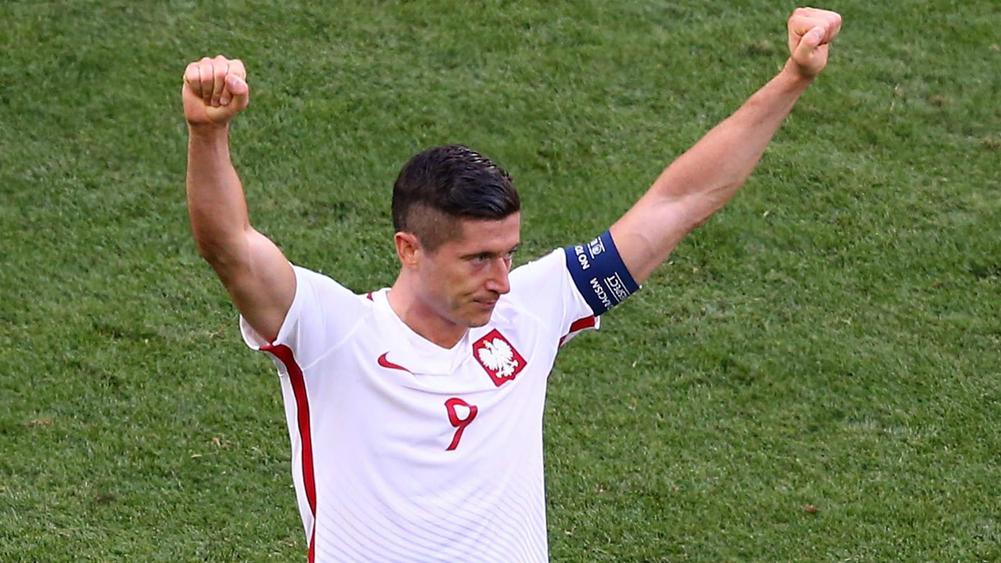 Robert Lewandowski's hat-trick against Romania keeps them atop Group E