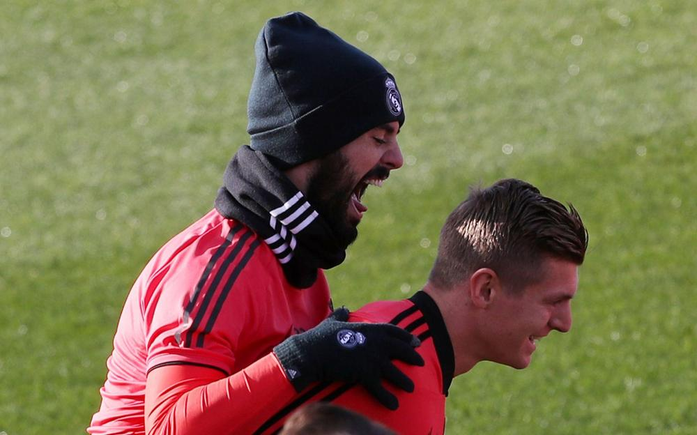 Real Madrid's Isco and Toni Kroos during training