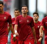 Portugal stars pay tribute to forest fire victims