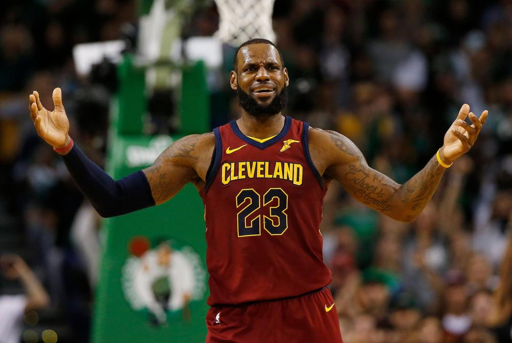 LeBron James takes blow to jaw, leaves briefly