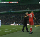 Bayern Bench laugh at Robben's reaction after being substituted