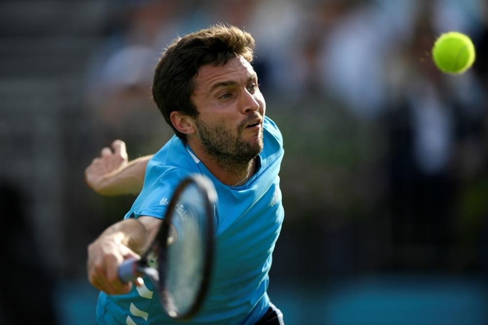 Eastbourne: Simon en quarts