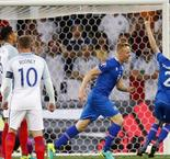 Sigthorsson scores, Iceland leads England 2-1