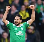 Werder Bremen 2 Borussia Dortmund 2: Pizarro strike tees up Bayern for Bundesliga title