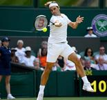 Federer cruises into Wimbledon last eight