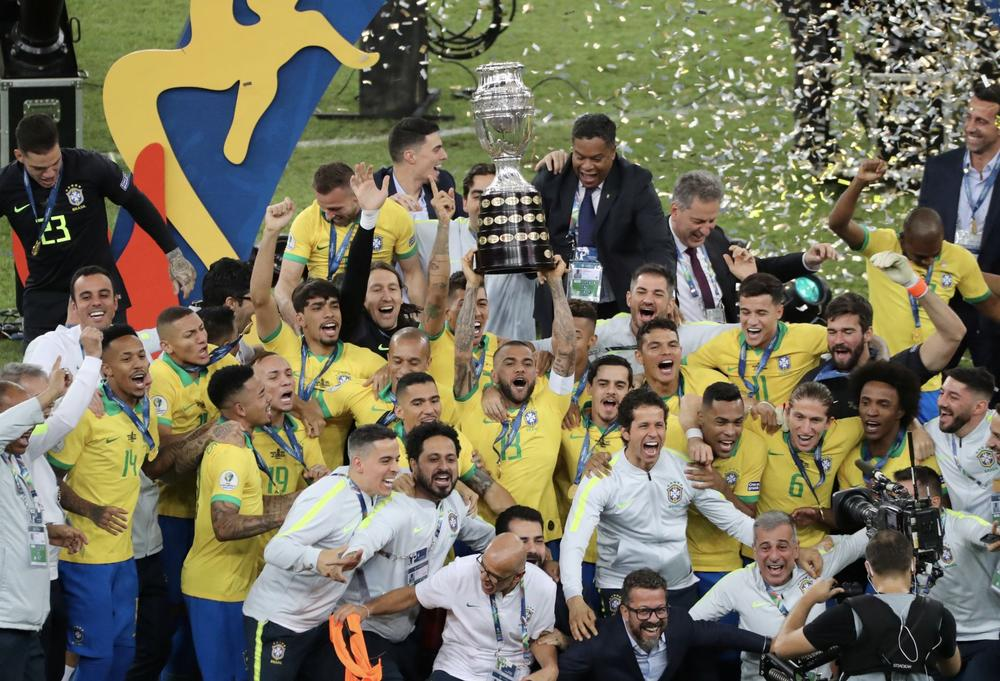 Soccer Football - Copa America Brazil 2019 - Final - Brazil v Peru - Maracana Stadium, Rio de Janeiro, Brazil - July 7, 2019 Brazil players celebrate winning the Copa America with the trophy | beIN SPORTS
