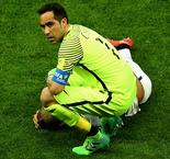 Chile Goalkeeper Claudio Bravo Could Quit International Duty