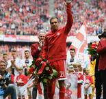 Lahm bids emotional farewell as Bayern Munich honour retiring captain