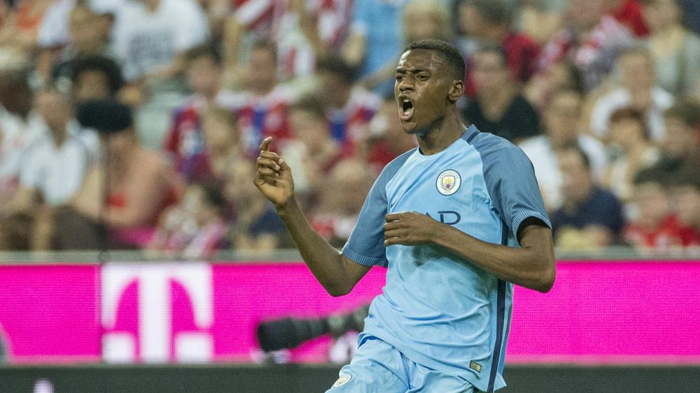 Adarabioyo signs new Manchester City deal