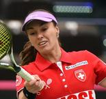 Hingis, Bencic take Switzerland into Fed Cup semi-finals