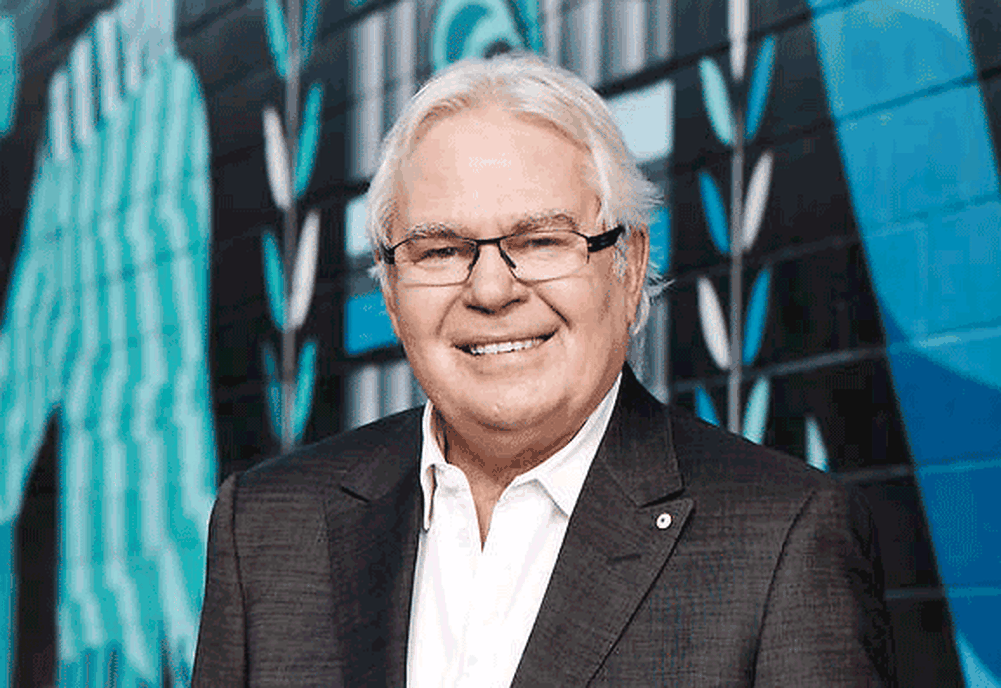 Legendary Australian broadcaster Les Murray passes away, age 71