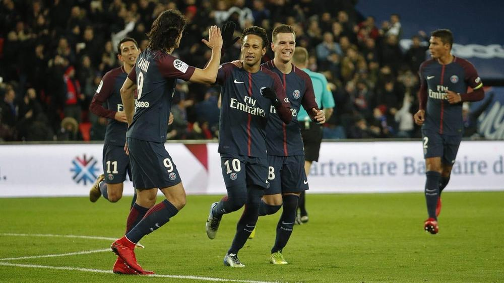 Neymar whistled by PSG fans over Cavani penalty incident
