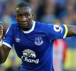 Everton winger Bolasie joins Villa on loan