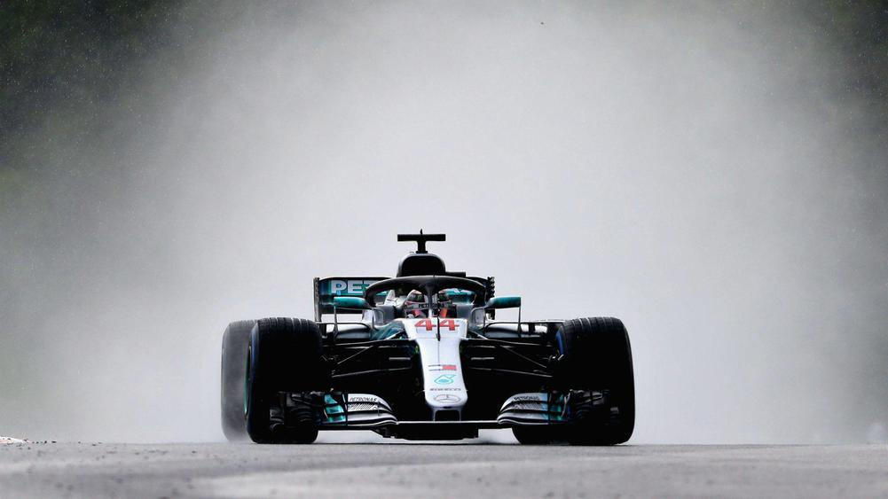 Hamilton secures pole in Hungary with astonishing drive
