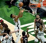 Milwaukee ne perd pas de temps face à Toronto