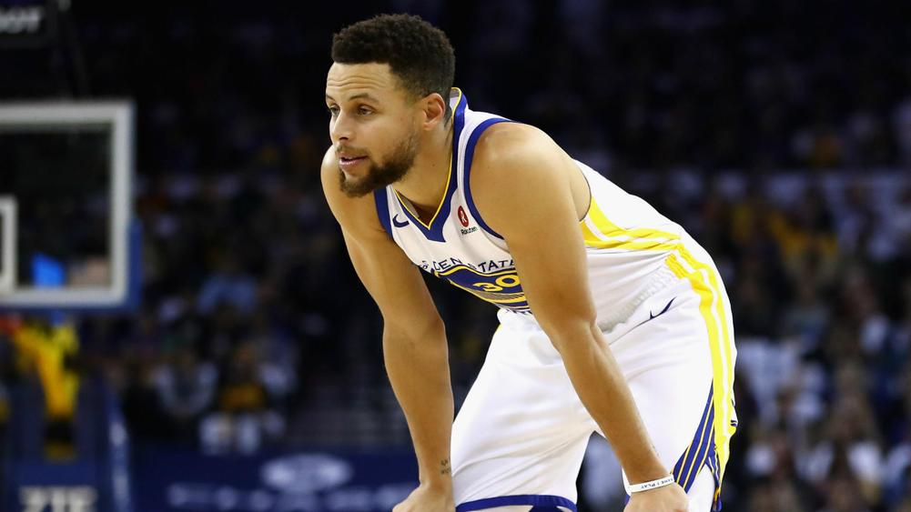 Stephen Curry leaves game after tweaking ankle