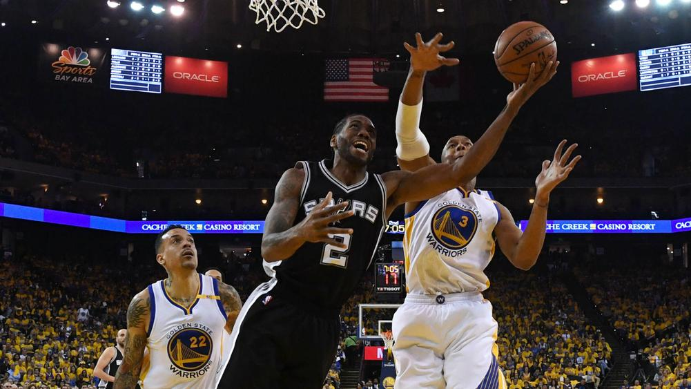 Warriors rally to stun Spurs after Leonard goes down