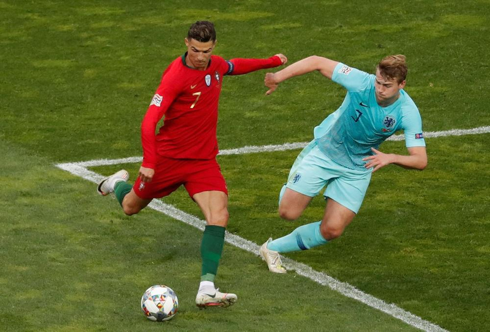 Netherlands' Matthijs de Ligt attempts to block a shot by Portugal's Cristiano Ronaldo during the UEFA Nations League final, June 9, 2019 | beIN SPORTS USA
