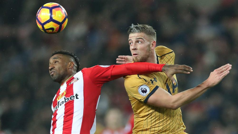 Tottenham defender Rose to see specialist after knee scan