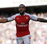 Theo Walcott Believes Arsenal Rivals Will Be Worried About Them