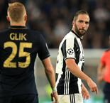 Incensed Gonzalo Higuain Says Kamil Glik Has 'No Dignity' Following Stamp