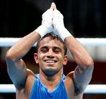 India's Amit stuns Olympic champion