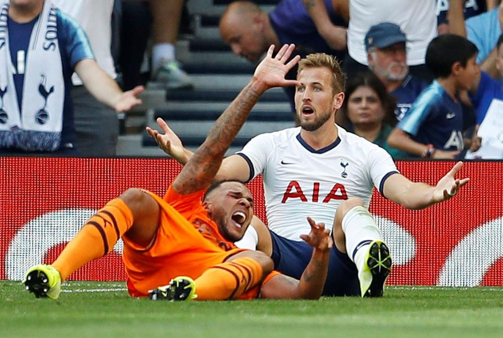 Tottenham Hotspur's Harry Kane reacts after a challenge from Newcastle United's Jamaal Lascelles - Tottenham Hotspur Stadium, London, Britain - August 25, 2019 | beIN SPORTS USA