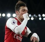 Arsenal star Ozil would perform better at Man United, says Wright