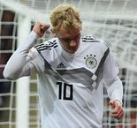 Schulz strikes on debut to grab Germany win over Peru