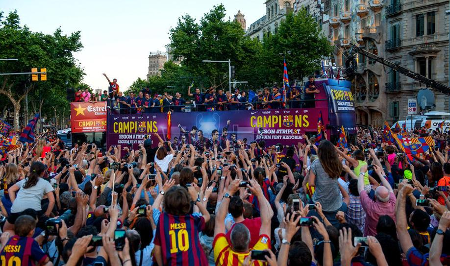 Barca fans welcome home their heroes