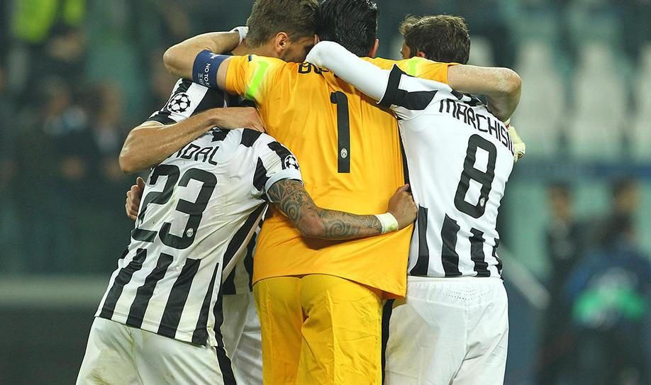 Tevez penalty gives Juventus first-leg advantage
