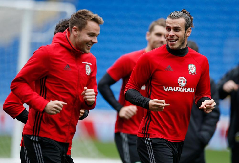 Wales' Gareth Bale and Chris Gunter during training