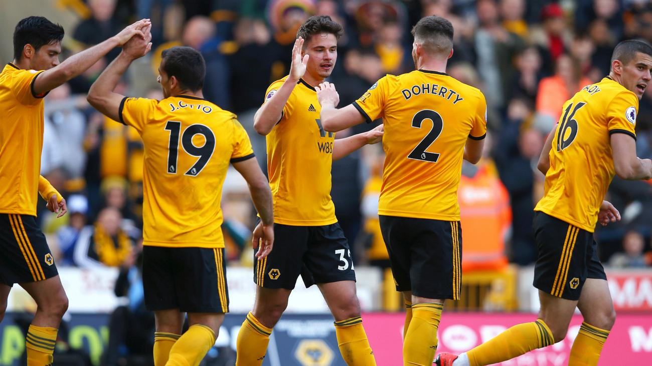 Image result for Elliott became the Premier League's youngest ever player when he came on as an 88th-minute substitute in Fulham's 1-0 defeat at Wolves