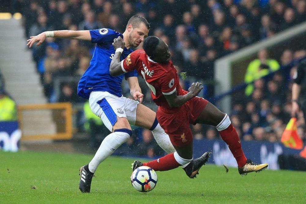 Morgan Schneiderlin vs. Sadio Mane, Everton-Liverpool