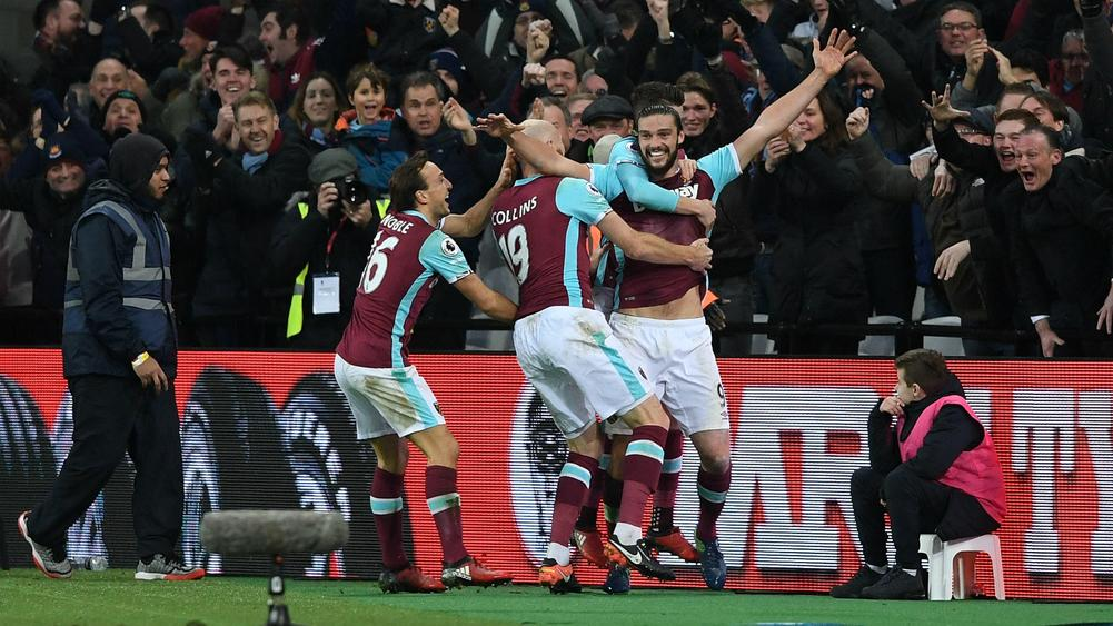Carroll's spectacular strike helps West Ham top Palace
