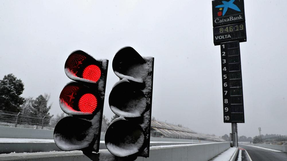 Snow hampers 3rd day of Formula 1 testing in Spain